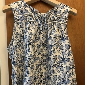 Katherine Barclay sleeveless blouse. Large